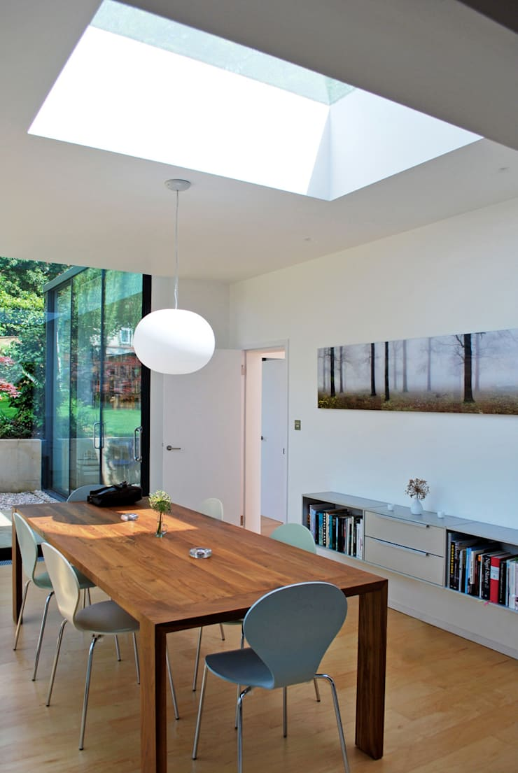 FAMILY HOUSE Extension:  Dining room by Caseyfierro Architects