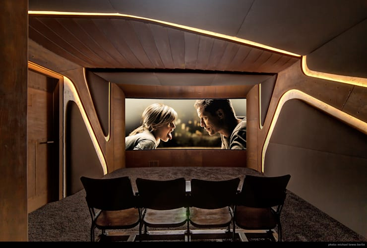 Salas multimedia de estilo  por Barefoot Design