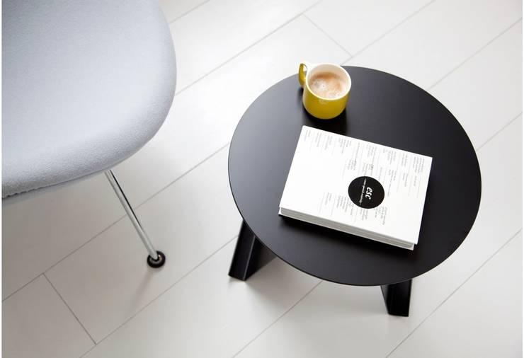Bovenaanzicht Pi bijzettafel: minimalistische Woonkamer door Marc Th. van der Voorn