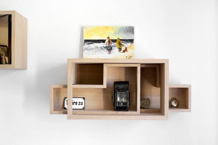 zeugen | Wandregale:  Wohnzimmer von inuk kollektiv