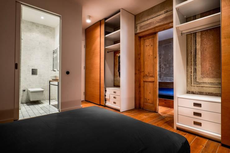 Atelye 70 Planners & Architects – Gabriel Apartment Bedroom:  tarz Yatak Odası