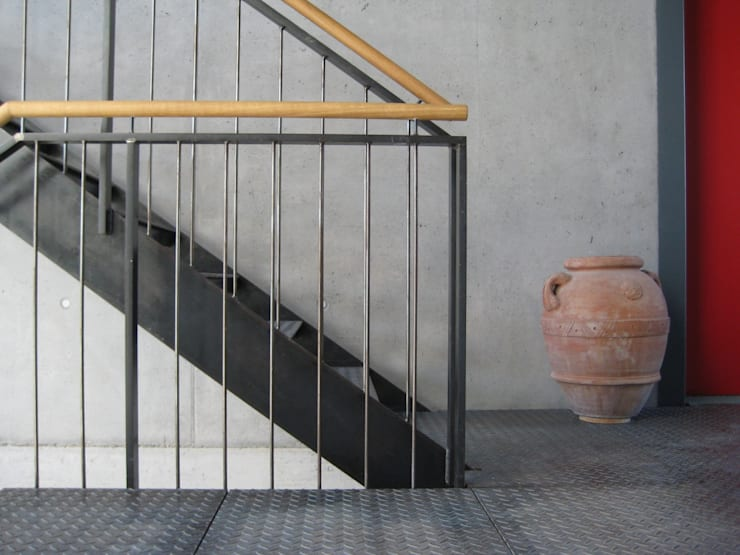 Treppenhaus, Grüne Lofts:  Flur & Diele von planugsgruppe agsn architekten GmbH