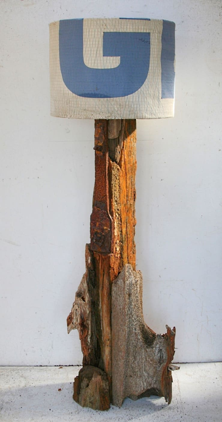 Driftwood floor lamp:  Living room by Julia's Driftwood