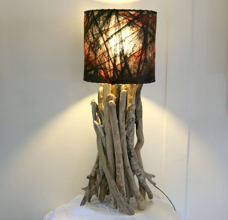 Driftwood table lamp:  Living room by Julia's Driftwood