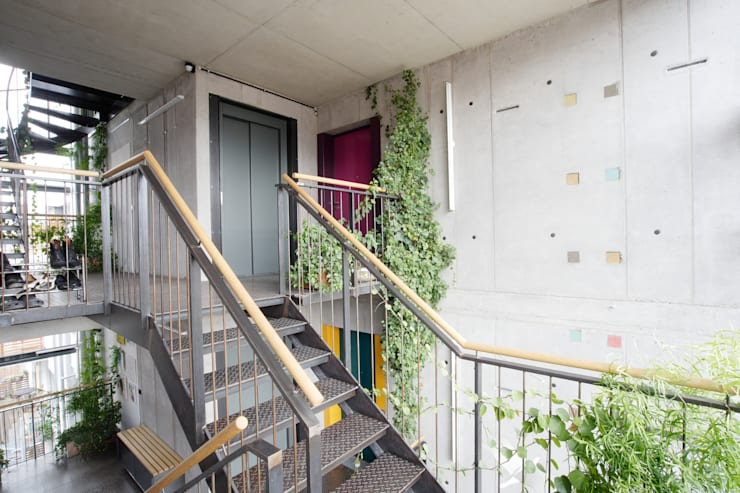 planugsgruppe agsn architekten GmbH의  복도 & 현관