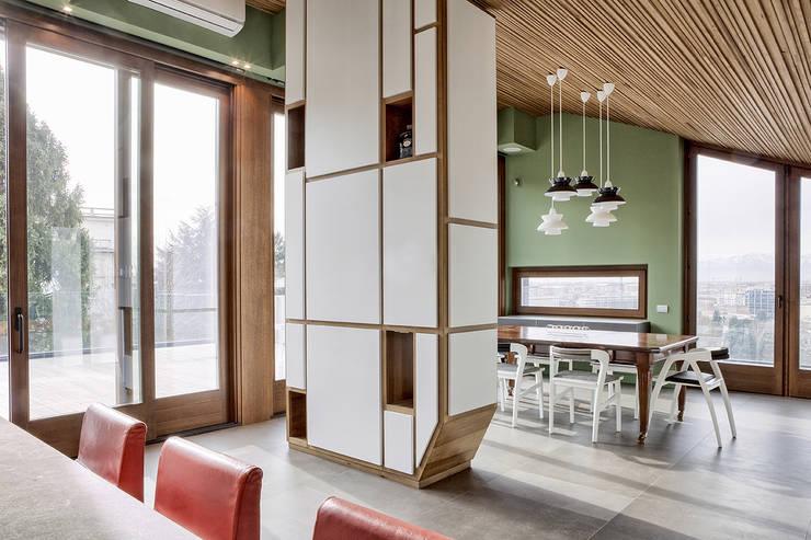 MG2 Architetture – Interior with terrace: Sala da pranzo in stile  di mg2 architetture
