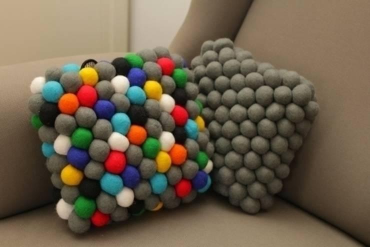 poduszki happy pills i grey cells: styl , w kategorii Salon zaprojektowany przez felt stories