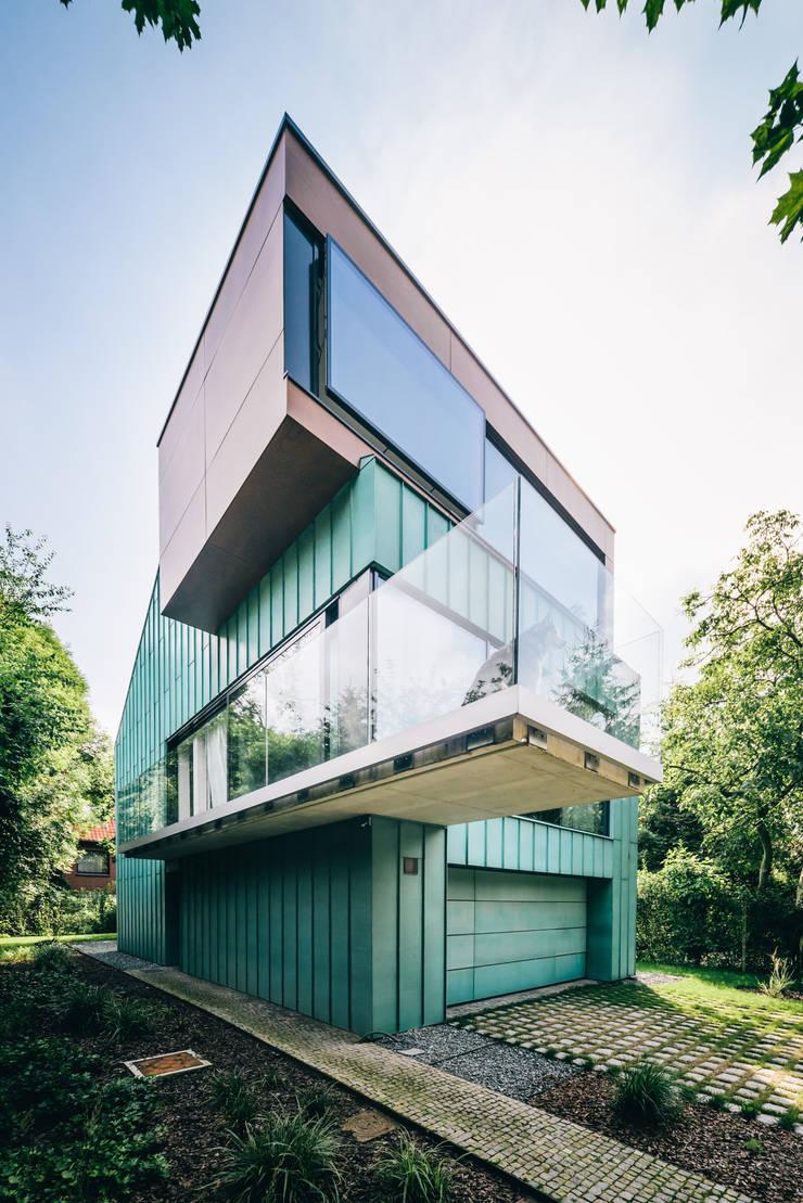 dom_w_parku_1_arc2: styl , w kategorii Domy zaprojektowany przez ArC2 Fabryka Projektowa sp.z o.o.,