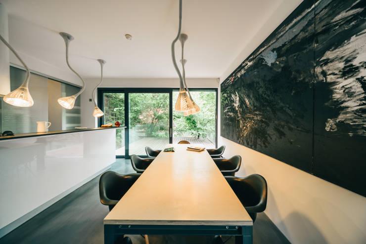 dom_w_parku_5_arc2: styl , w kategorii Jadalnia zaprojektowany przez ArC2 Fabryka Projektowa sp.z o.o.,