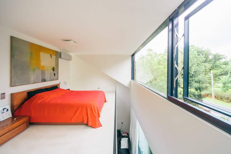 dom_w_parku_9_arc2: styl , w kategorii Sypialnia zaprojektowany przez ArC2 Fabryka Projektowa sp.z o.o.,