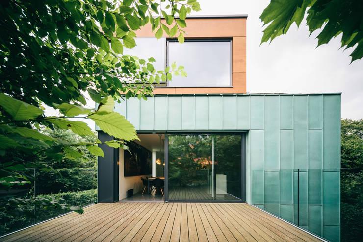 dom_w_parku_6_arc2: styl , w kategorii Taras zaprojektowany przez ArC2 Fabryka Projektowa sp.z o.o.,