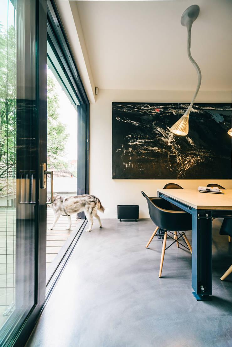 dom_w_parku_7_arc2: styl , w kategorii Jadalnia zaprojektowany przez ArC2 Fabryka Projektowa sp.z o.o.,