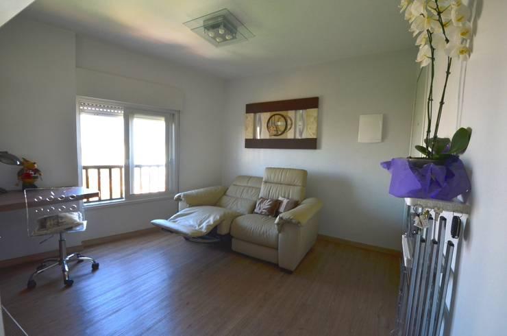 Sala: Salas de estar  por Natali de Mello - Arquitetura e Arte,