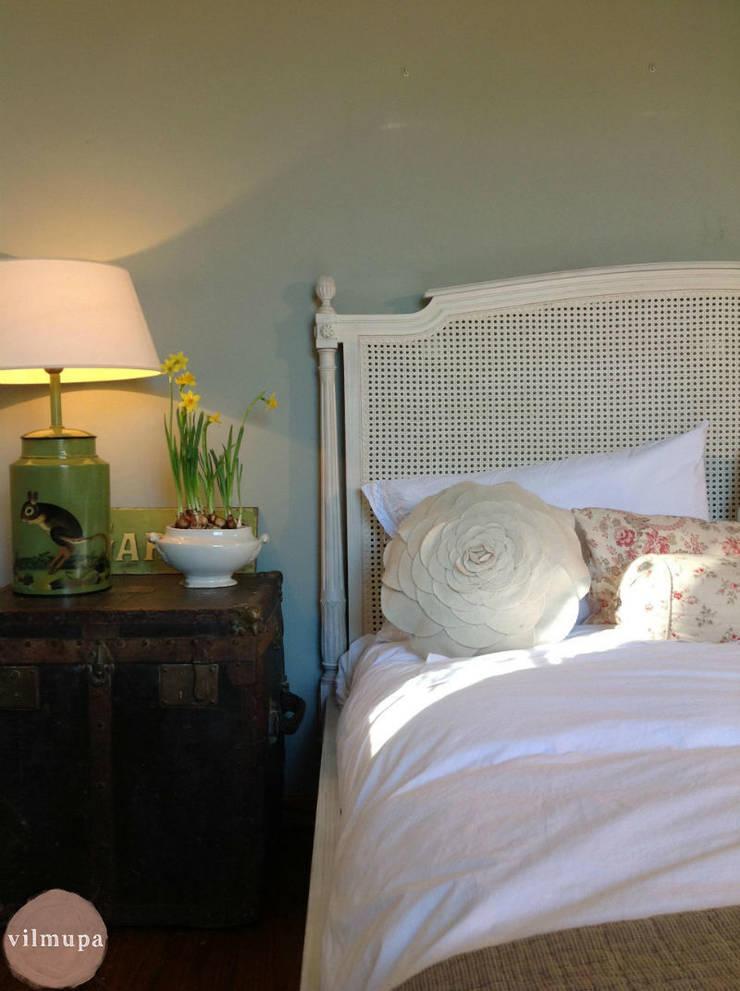 Dormitorio frances con encanto: Dormitorios de estilo  de Vilmupa