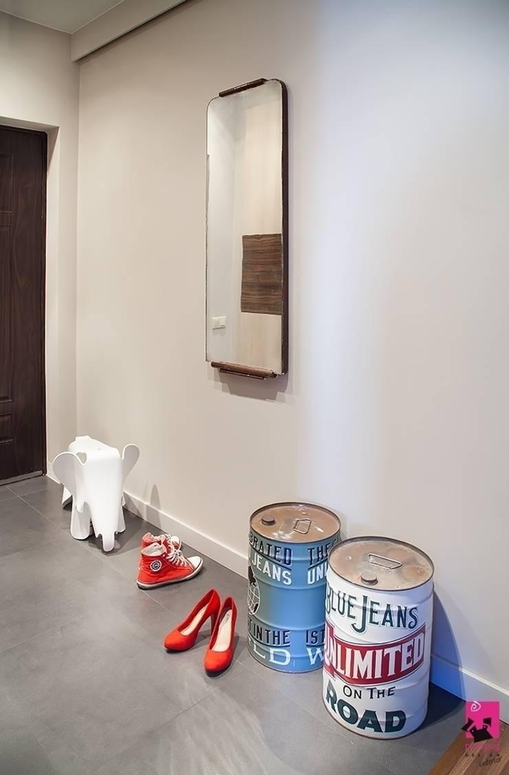 Mieszkanie w Łodzi – 48m2: styl , w kategorii Korytarz, przedpokój zaprojektowany przez Pink Pug Design Interior