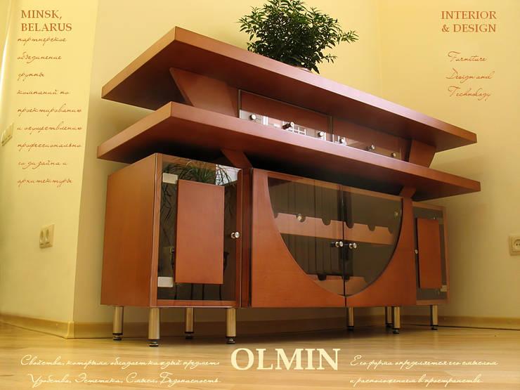 Винный комод - дерево в стекле: Гостиная в . Автор – ИП OLMIN - Архитектурная студия Олега Минакова