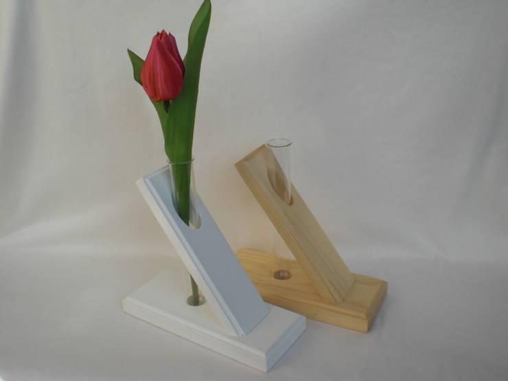 Holz-Blumenvase:  Haushalt von homify