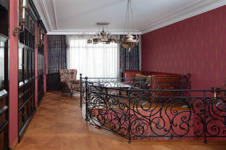 Двухэтажная квартира в Лаврушинском переулке 270 м2: Рабочие кабинеты в . Автор – Gallery 63