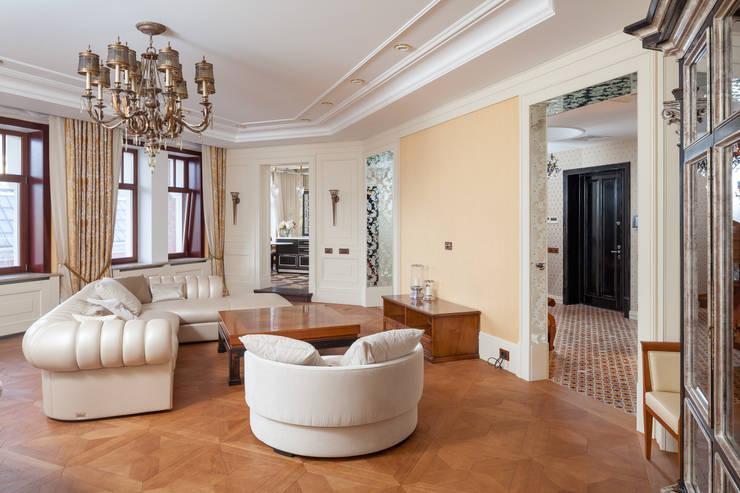 Двухэтажная квартира в Лаврушинском переулке 270 м2: Гостиная в . Автор – Gallery 63