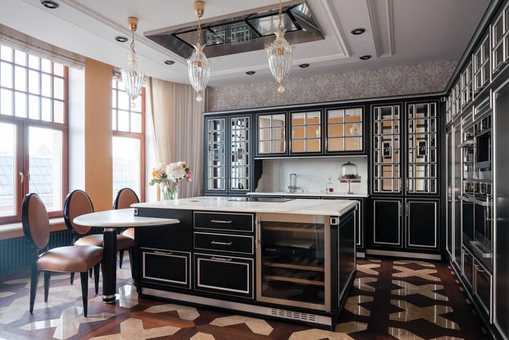 Двухэтажная квартира в Лаврушинском переулке 270 м2: Кухни в . Автор – Gallery 63