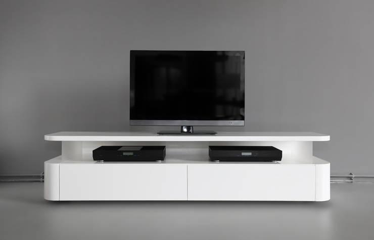 RKNL Audio: minimalistische Woonkamer door RKNL