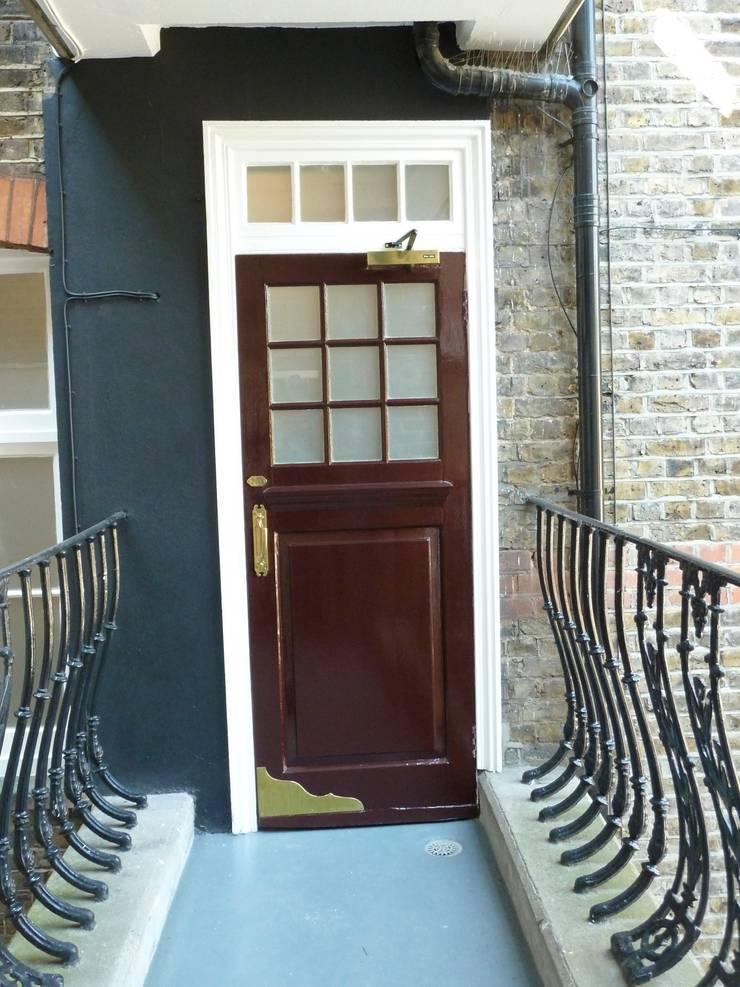 Communal entrance:  Corridor & hallway by Kate Harris Interior Design