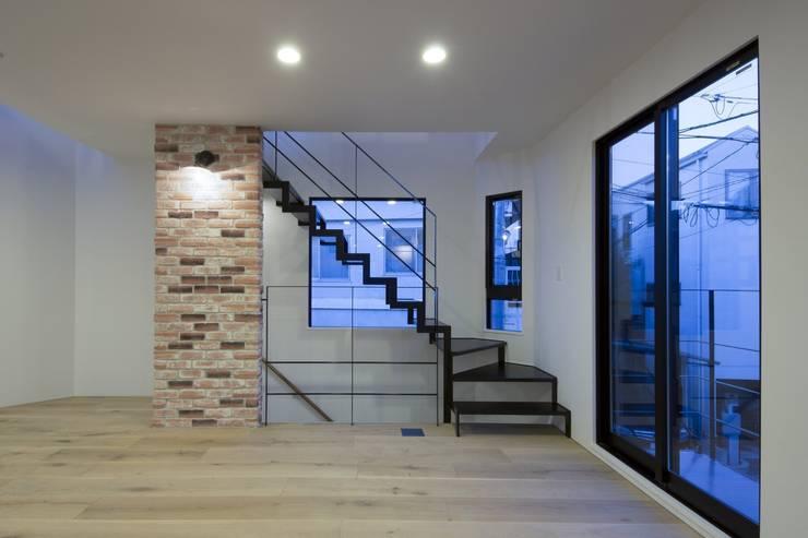 西原の家: 折原剛建築計画事務所/Tsuyoshi Orihara Architectsが手掛けたリビングです。