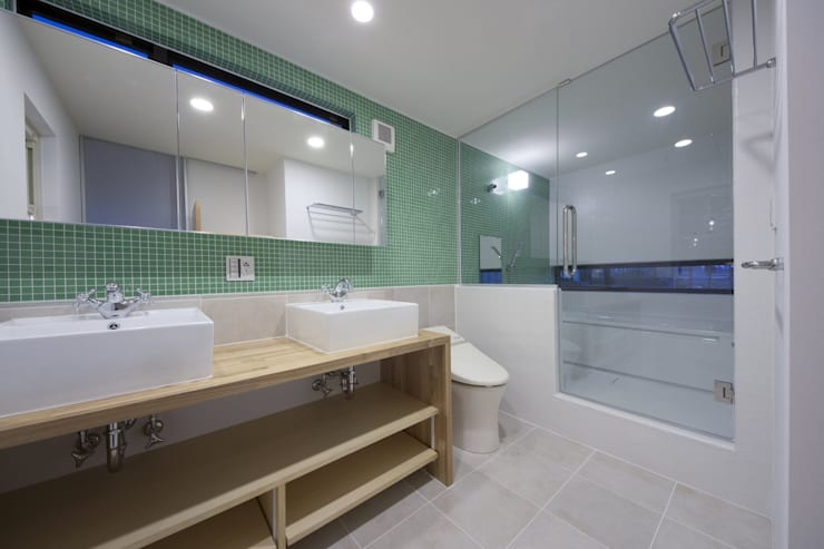 西原の家: 折原剛建築計画事務所/Tsuyoshi Orihara Architectsが手掛けた浴室です。