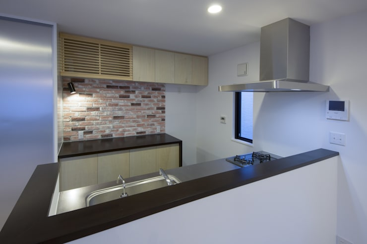西原の家: 折原剛建築計画事務所/Tsuyoshi Orihara Architectsが手掛けたキッチンです。