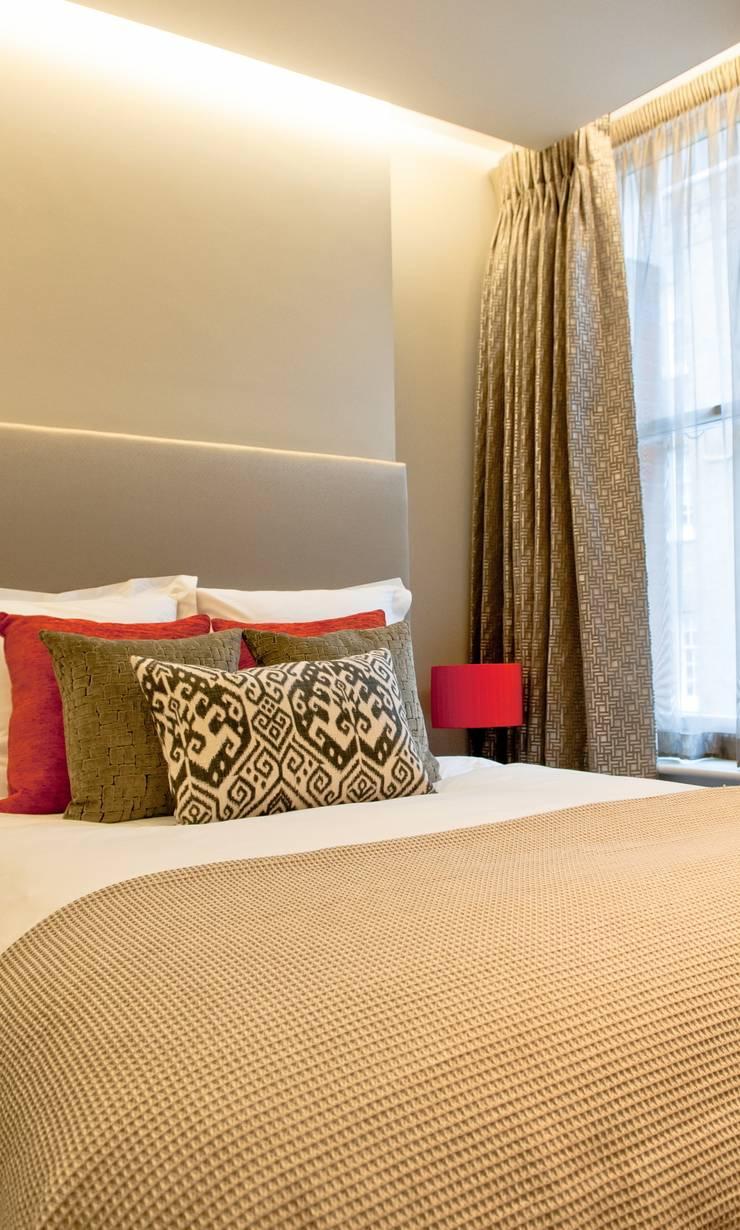 Covent Garden bedroom:  Bedroom by Kate Harris Interior Design