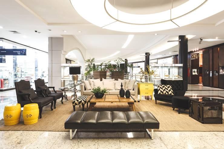 Moinhos Shopping - Lounge de Entrada: Shopping Centers  por Carol Silveira Arquitetura e Interiores