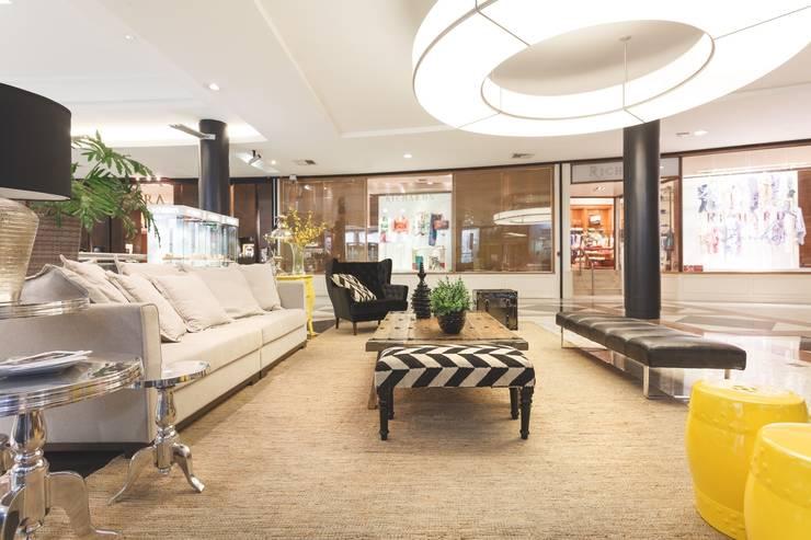 Moinhos Shopping – Lounge de Entrada: Shopping Centers  por Carol Silveira Arquitetura e Interiores