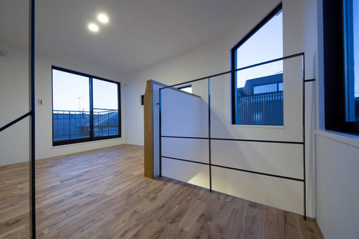 西原の家: 折原剛建築計画事務所/Tsuyoshi Orihara Architectsが手掛けた寝室です。