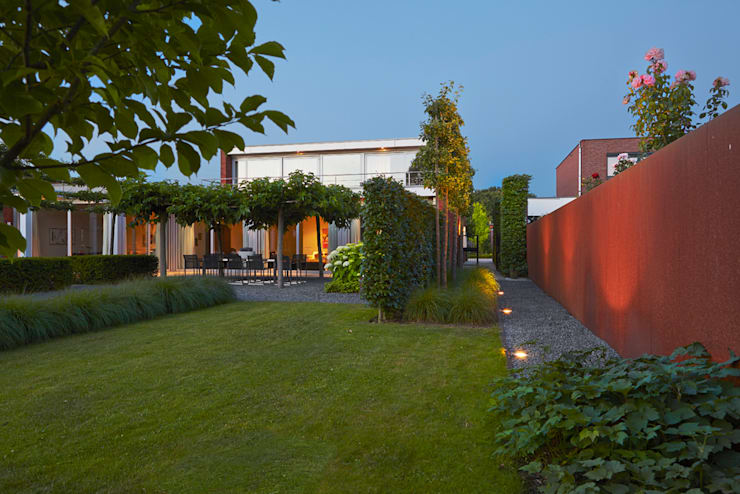 ATMOSPHERIC GARDEN WITH SPECIAL AMBIENCE IN COMPLETE HARMONY.:  Garden by FLORERA , design and realisation gardens and other outdoor spaces.