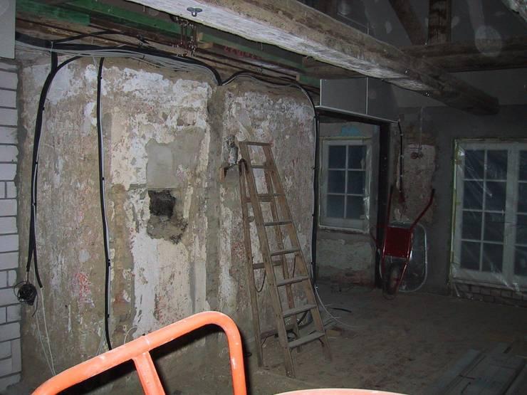 Kaminwand vorher:   von Stockwerk Orange