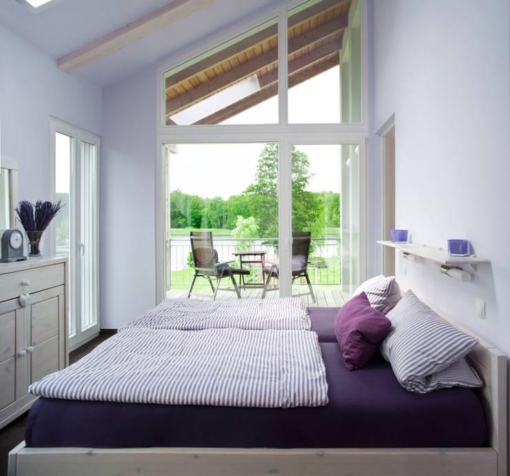 Schlafzimmer einer der Wohnungen: moderne Schlafzimmer von Stockwerk Orange