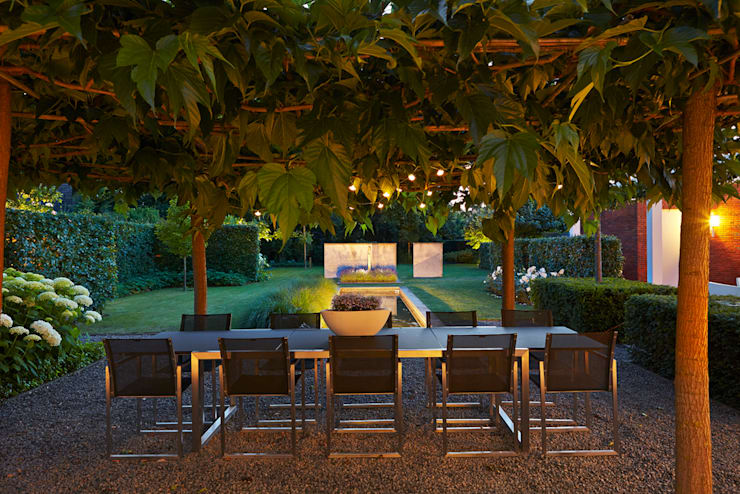 modern Garden by FLORERA , design and realisation gardens and other outdoor spaces.