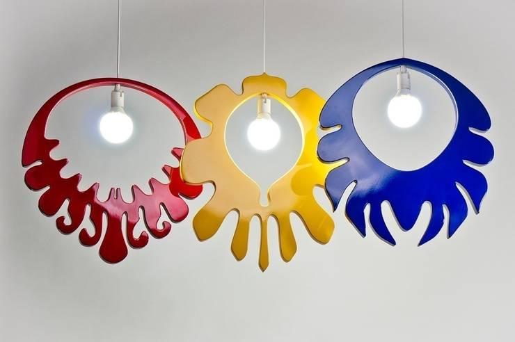 Lampy w stylu łowickim: styl , w kategorii Salon zaprojektowany przez Marcin Skubisz Group