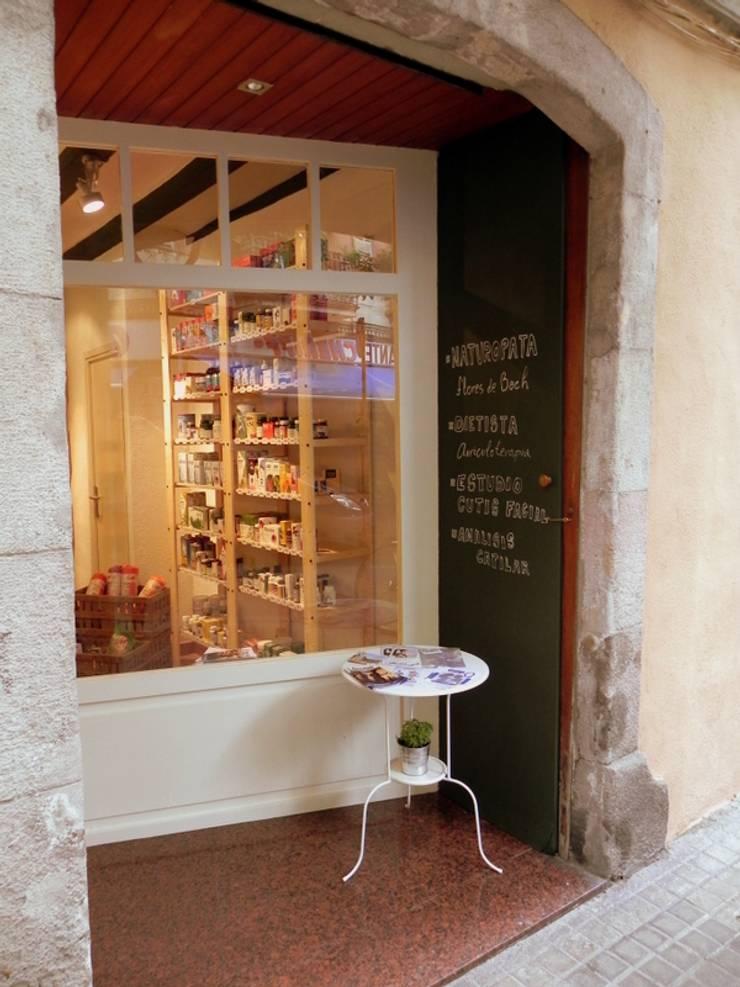 Entrada a la tienda: Oficinas y Tiendas de estilo  de mobla manufactured architecture scp