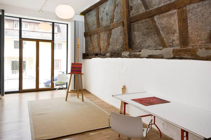 Studeerkamer/kantoor door w3-architekten Gerhard Lallinger