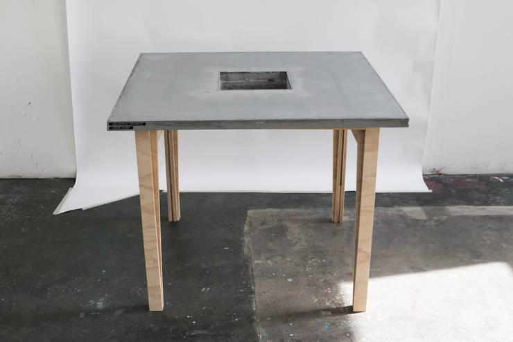 Beton Kaffeetisch: minimalistische Esszimmer von Accidental Concrete