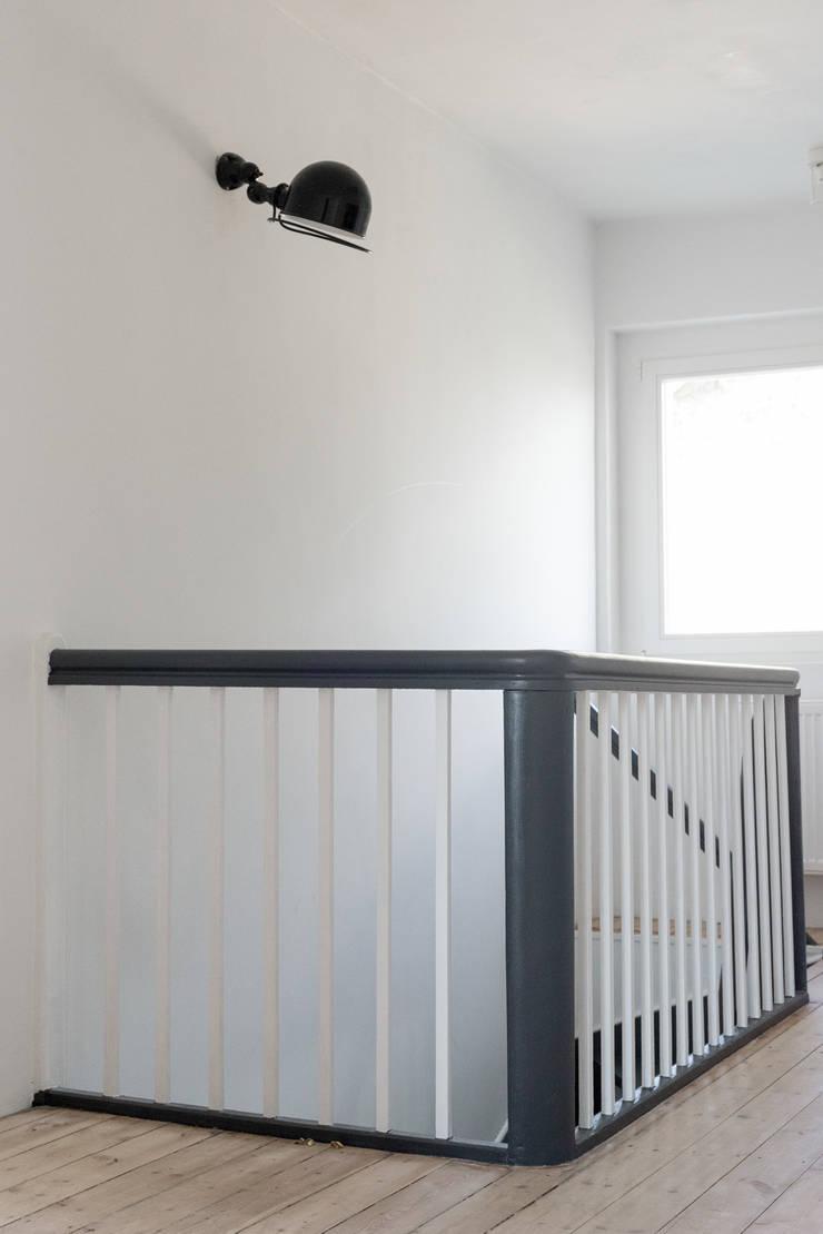 Dom na Pogodnie: styl , w kategorii  zaprojektowany przez Loft Kolasiński
