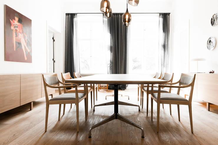 Dom pod Berlinem: styl , w kategorii Jadalnia zaprojektowany przez Loft Kolasiński