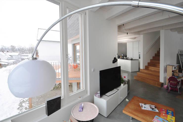 Form follows Bebauungsplan:  Wohnzimmer von Pakula & Fischer Architekten GmnH