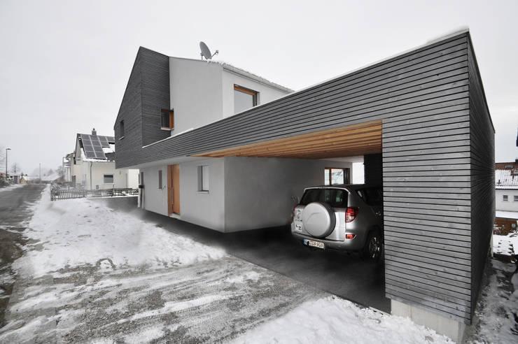 Garage/shed by Pakula & Fischer Architekten GmnH