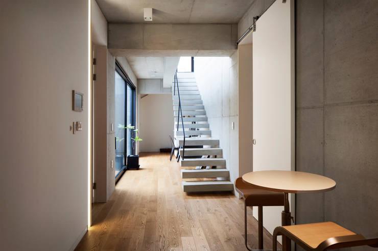 주택 내부계단: 라움플랜 건축사사무소의