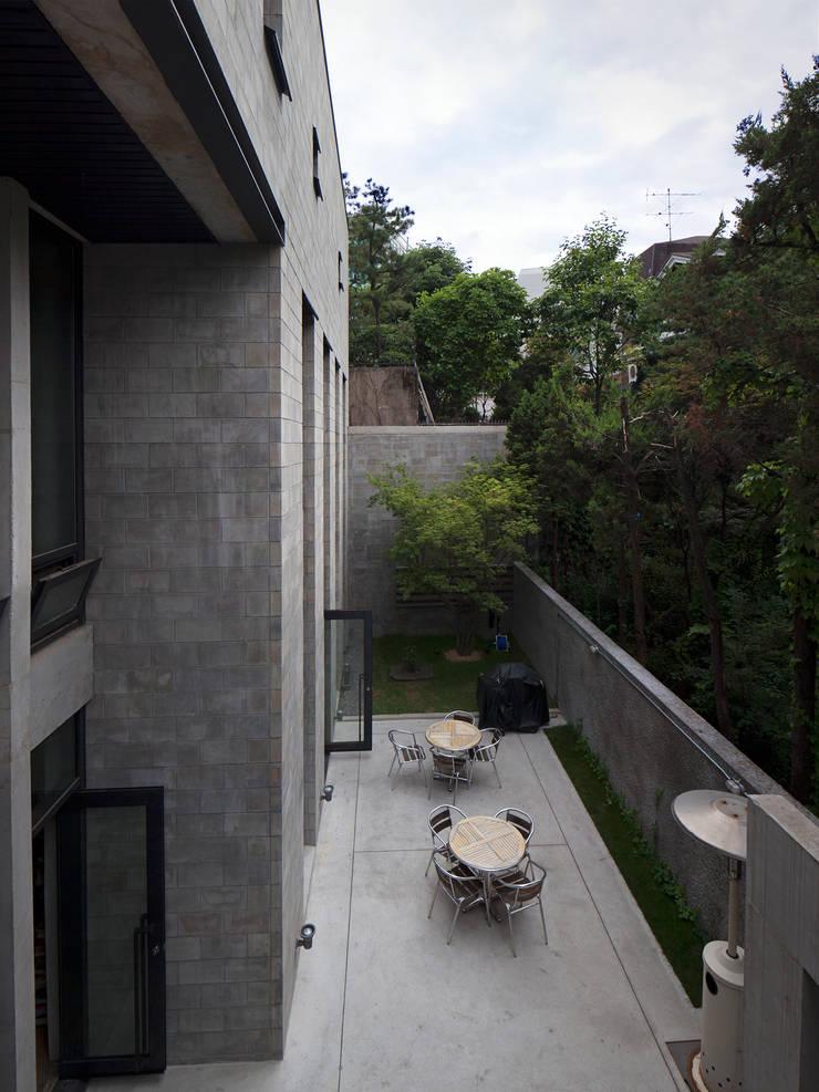 내부 중정 전경: 라움플랜 건축사사무소의