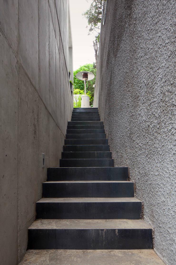 외부 진입계단: 라움플랜 건축사사무소의