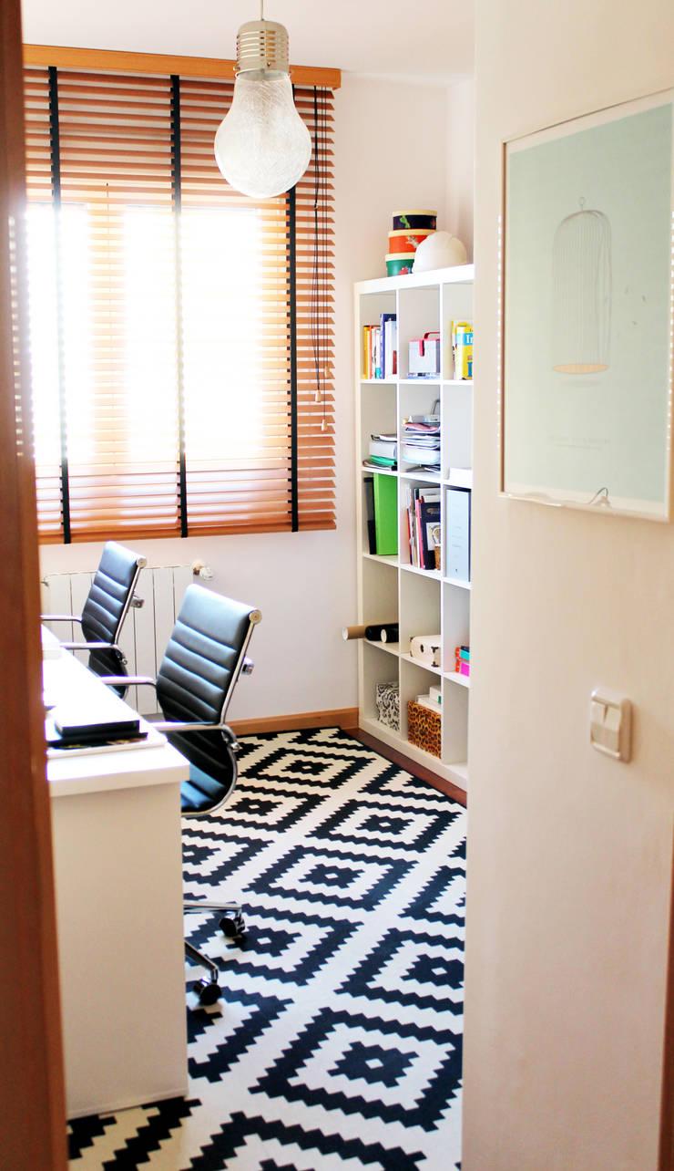 Estudio en casa: Estudios y despachos de estilo  de itta estudio