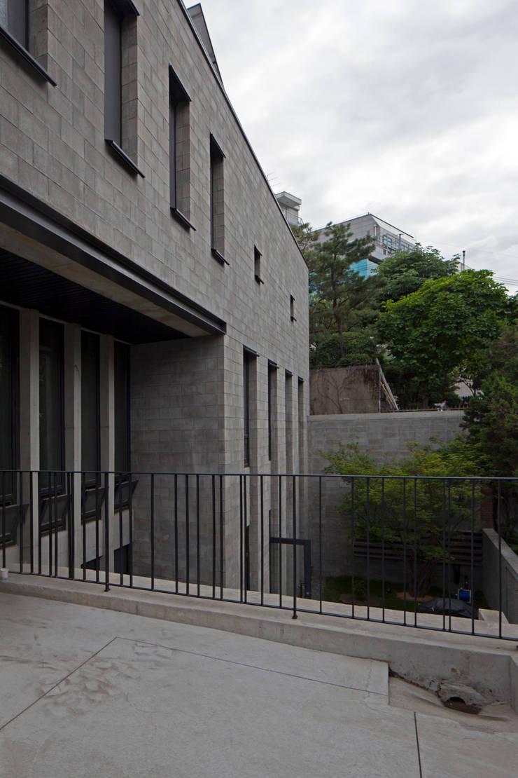 건물 내부 전경: 라움플랜 건축사사무소의